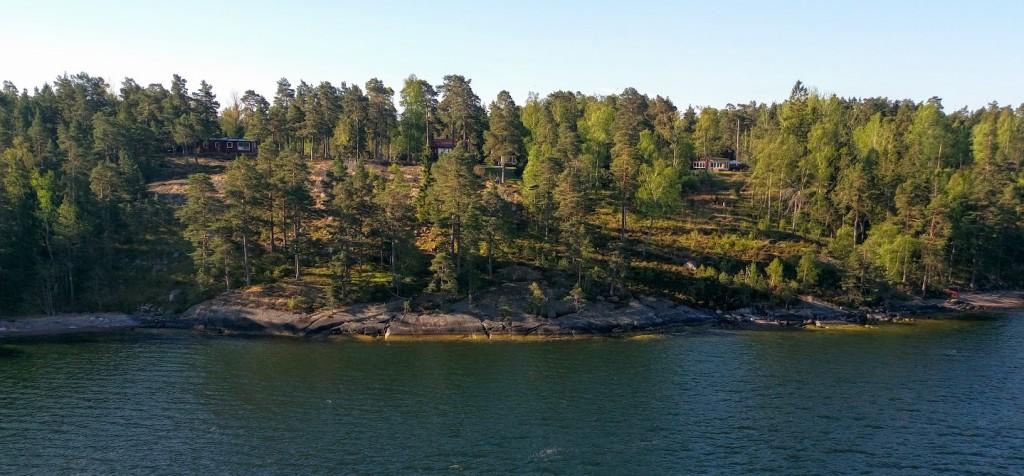 Примерно такие виды открываются с парома при входе в Стокгольмский фьорд. красота необыновенная.